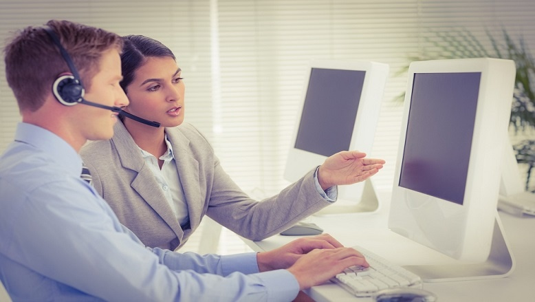 Businesswoman-explaining-how-b2b-telemarketing-can-boost-event-attendence.jpg