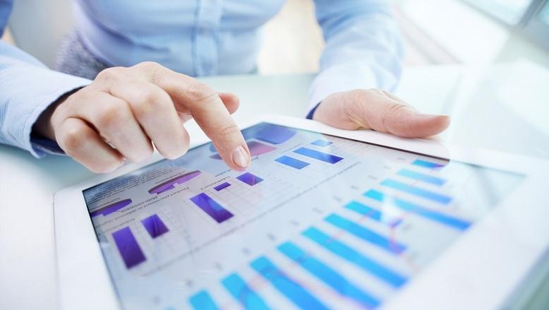 Employee-analysing-data-on-b2b sales trends.jpg